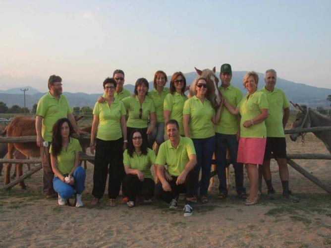 Αυτή ειναι η εθελοντική ομάδα του Κεθις!!!! Τα λαχανί μπλουζάκια πρέπει να ιδρώσεις για να τα φορέσεις χαχαχα